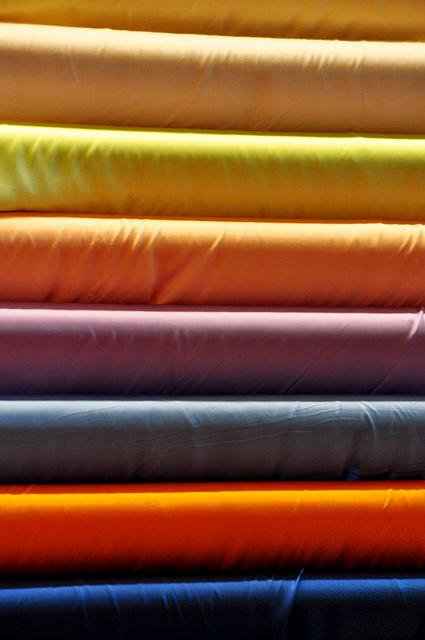 Elasztikus anyagok a sportos ruhák készítéséhez
