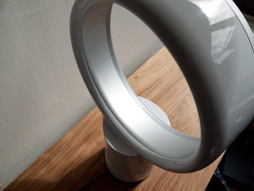 Formatervezett fémvázas álló ventilátor