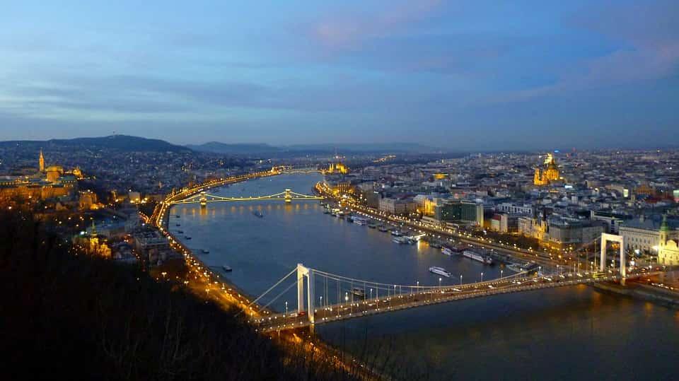 Hangulatos randi Budapest egy kivételes pontján