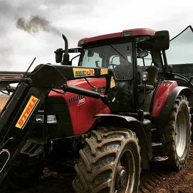 Használt traktor eladó az online felületen